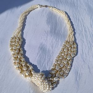 Jewelry - Faux Pearl and gold beaded necklace